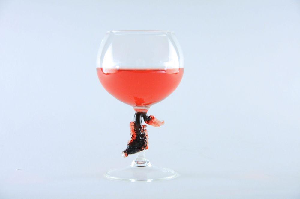 Бокал для красных вин с фигуркой рыбы на ножке